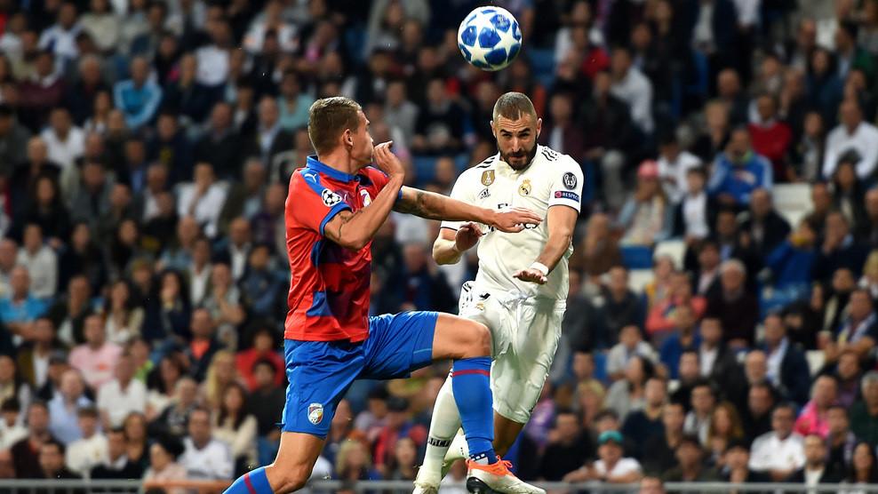 Real Madrid vs Viktoria Plzen (1-0, H2): Benzema đánh đầu mở tỷ số Ảnh 4