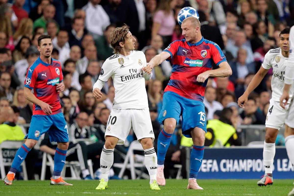 Real Madrid vs Viktoria Plzen (1-0, H2): Benzema đánh đầu mở tỷ số Ảnh 5