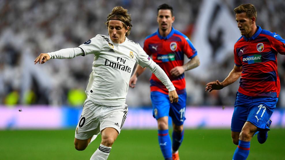 Real Madrid vs Viktoria Plzen (1-0, H2): Benzema đánh đầu mở tỷ số Ảnh 7