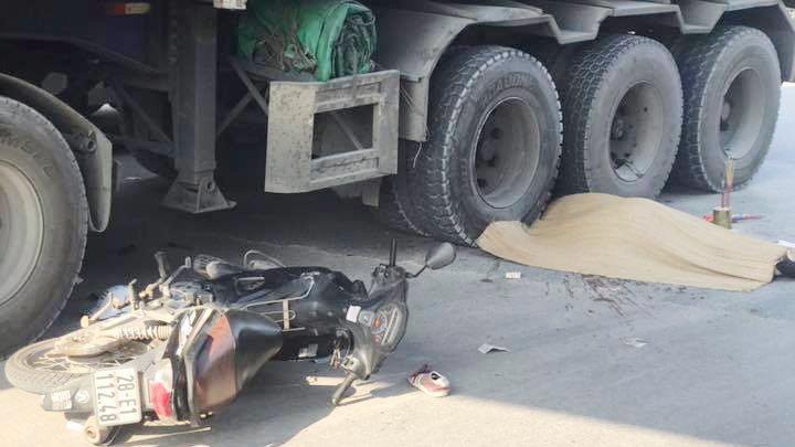 Tông vào đuôi ô tô ngã ra đường, nam giáo viên tiếng Anh người Nam Phi bị container cán tử vong Ảnh 1