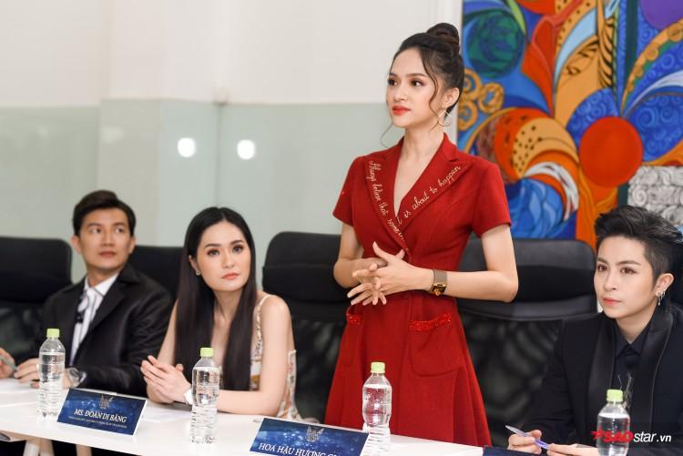 Combo 'nhỏ mà có võ' khiến Hương Giang như thỏi nam châm hút mọi ánh nhìn trên thảm đỏ The Tiffany Việt Nam Ảnh 2