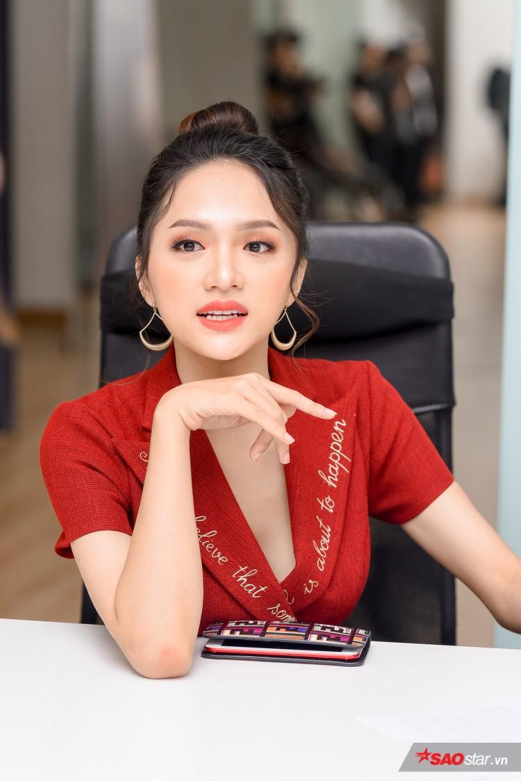 Combo 'nhỏ mà có võ' khiến Hương Giang như thỏi nam châm hút mọi ánh nhìn trên thảm đỏ The Tiffany Việt Nam Ảnh 10