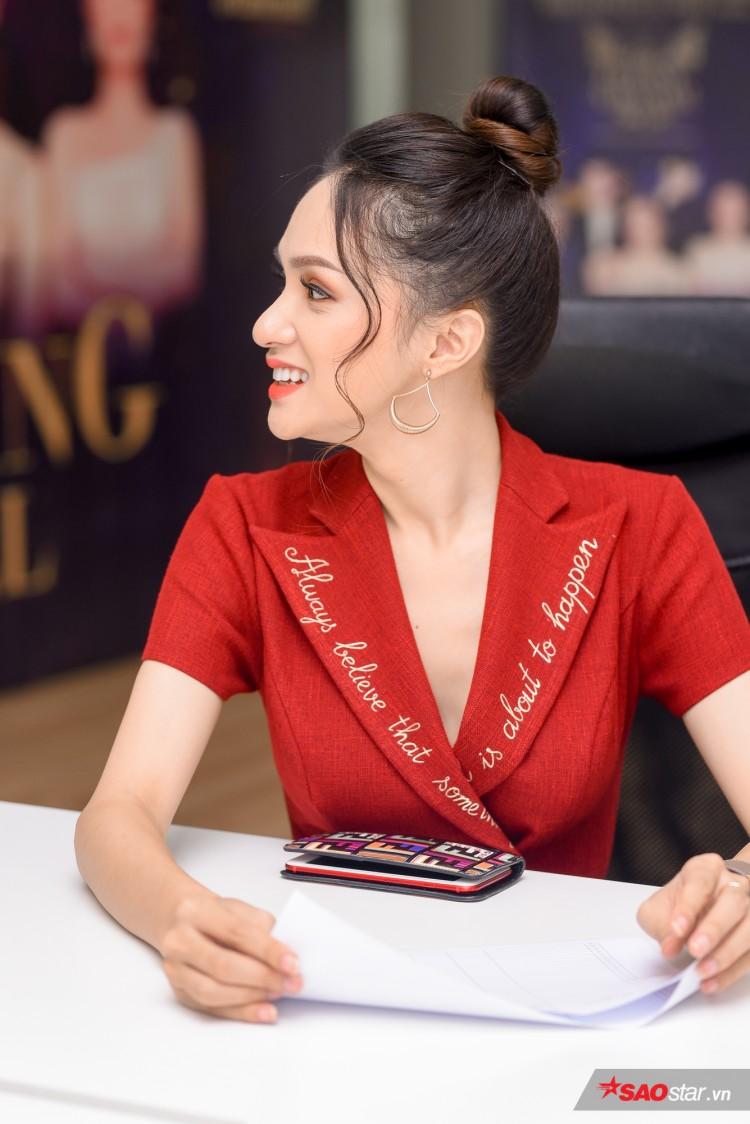 Combo 'nhỏ mà có võ' khiến Hương Giang như thỏi nam châm hút mọi ánh nhìn trên thảm đỏ The Tiffany Việt Nam Ảnh 9