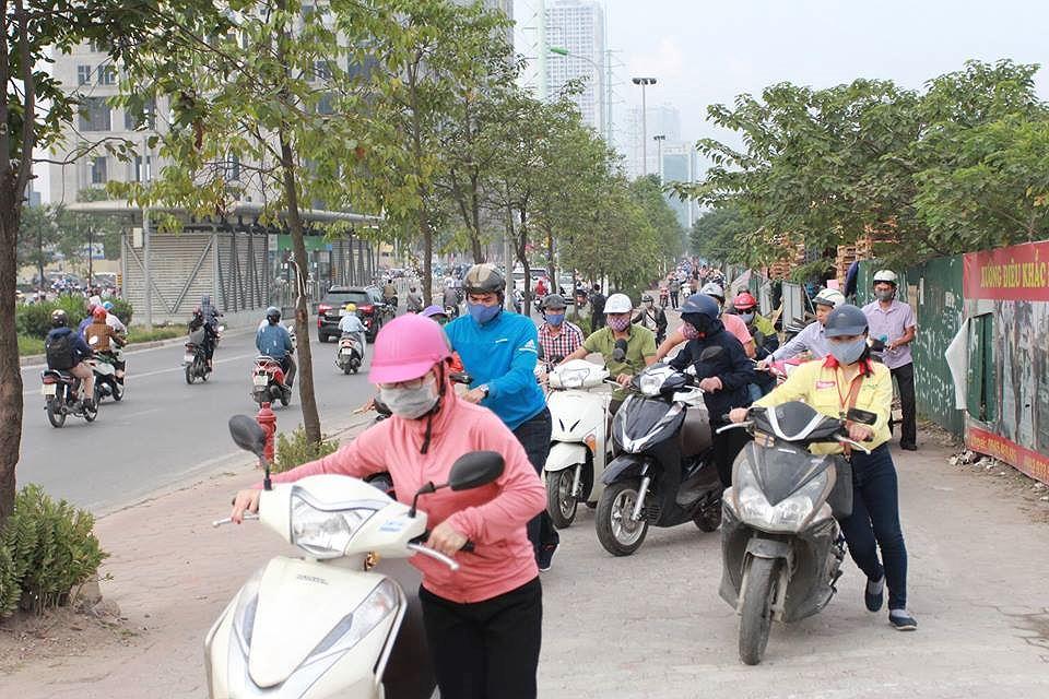 Vì sao đoàn người liều lĩnh dắt xe ngược chiều trước mặt CSGT? Ảnh 7