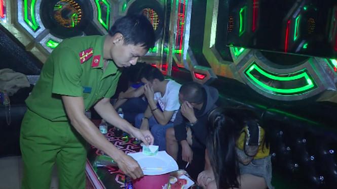 Khởi tố chủ quán karaoke chứa hàng chục thanh niên sử dụng ma túy Ảnh 1