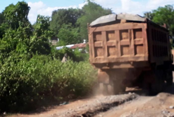 Gia Lai: Đường liên xã bị xới tung bởi xe quá tải? Ảnh 2