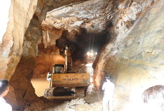 Hơn 200 người vẫn đang chạy đua cứu nạn hai người mắc kẹt trong hang Cột Cờ Ảnh 2