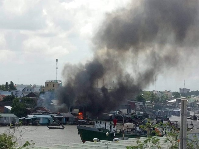 Cháy nhiều căn nhà ở Chợ nổi Cái Răng lúc giữa trưa Ảnh 1