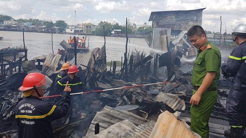 Cháy nhiều căn nhà ở Chợ nổi Cái Răng lúc giữa trưa Ảnh 3