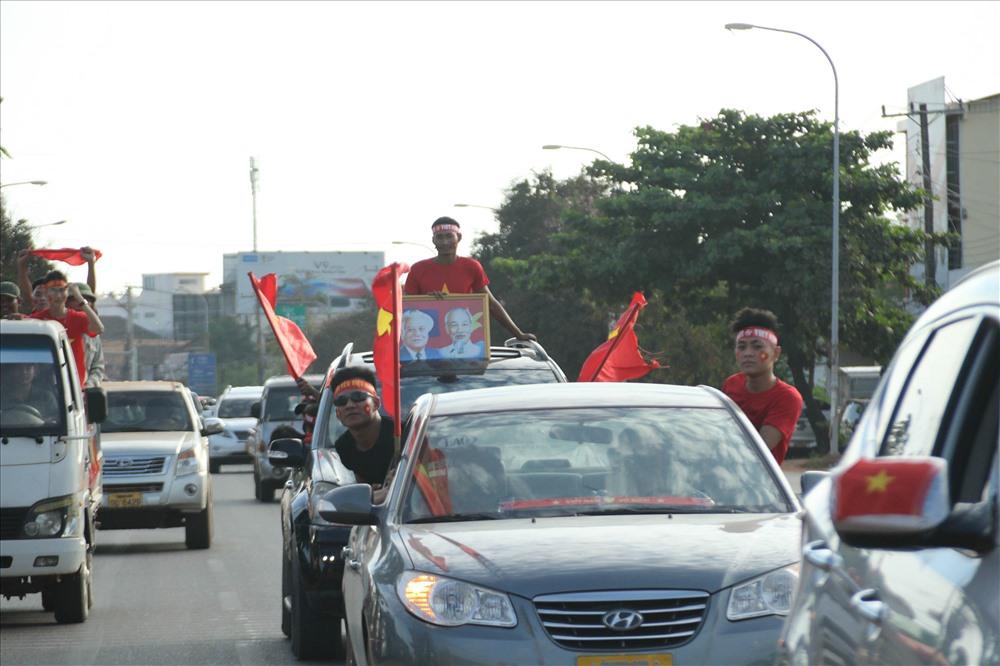 ĐT Việt Nam - ĐT Lào: Xuân Trường, Quang Hải đá trung tâm Ảnh 3