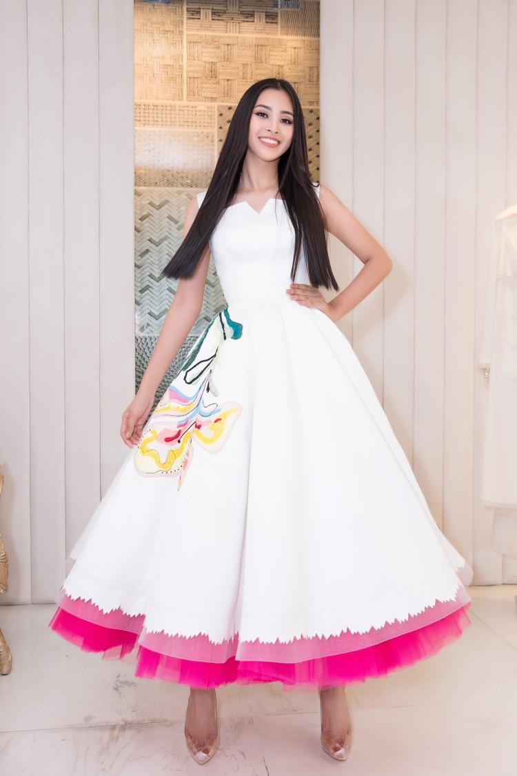 Hoa mắt với lượng váy áo khủng mà hoa hậu Tiểu Vy mang đến Miss World Ảnh 2