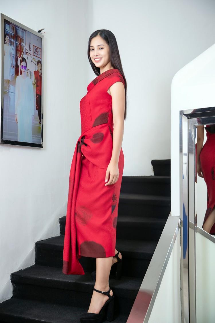 Hoa mắt với lượng váy áo khủng mà hoa hậu Tiểu Vy mang đến Miss World Ảnh 8