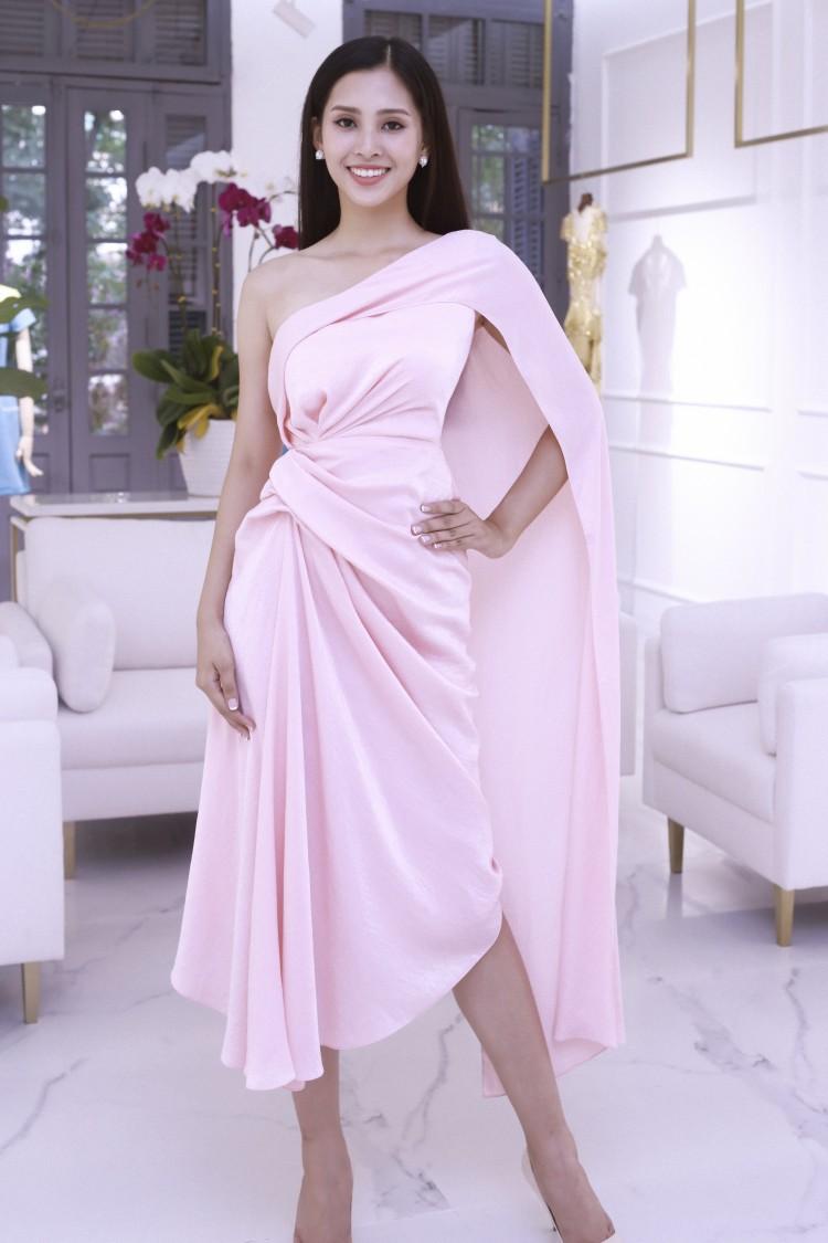 Hoa mắt với lượng váy áo khủng mà hoa hậu Tiểu Vy mang đến Miss World Ảnh 4