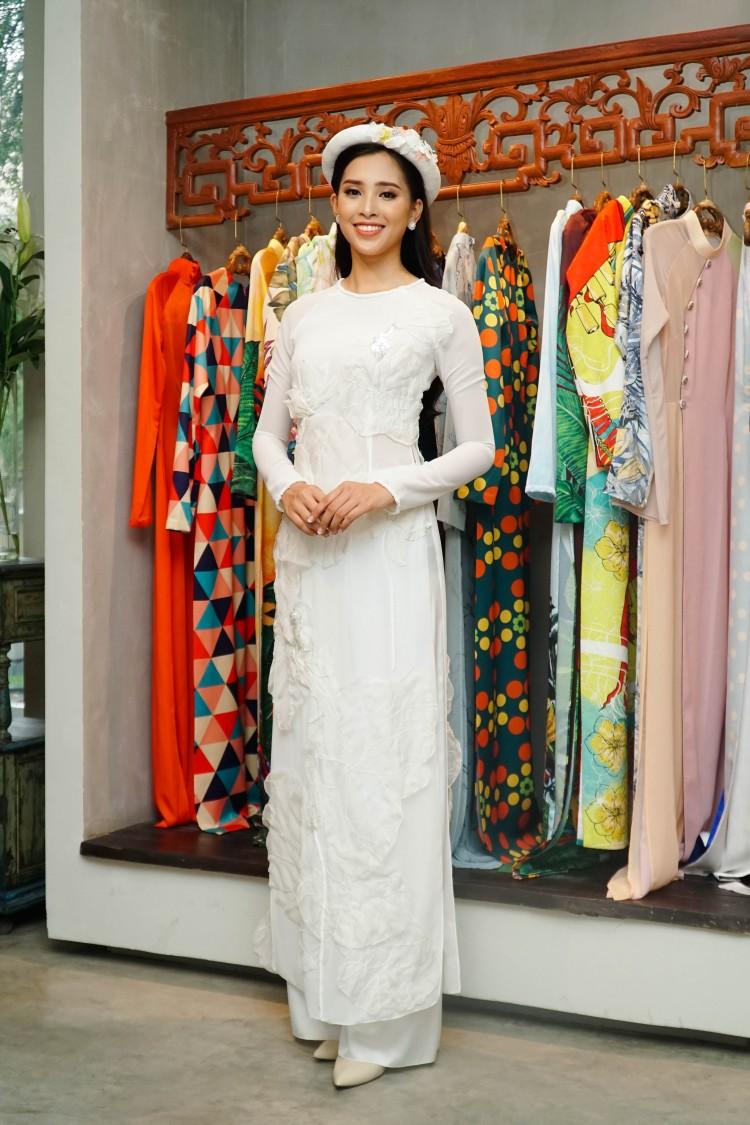 Hoa mắt với lượng váy áo khủng mà hoa hậu Tiểu Vy mang đến Miss World Ảnh 6