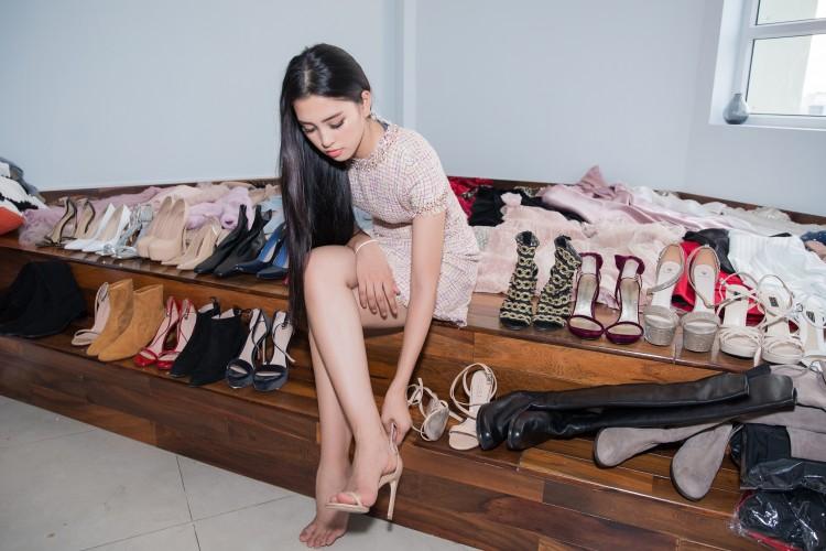 Hoa mắt với lượng váy áo khủng mà hoa hậu Tiểu Vy mang đến Miss World Ảnh 11