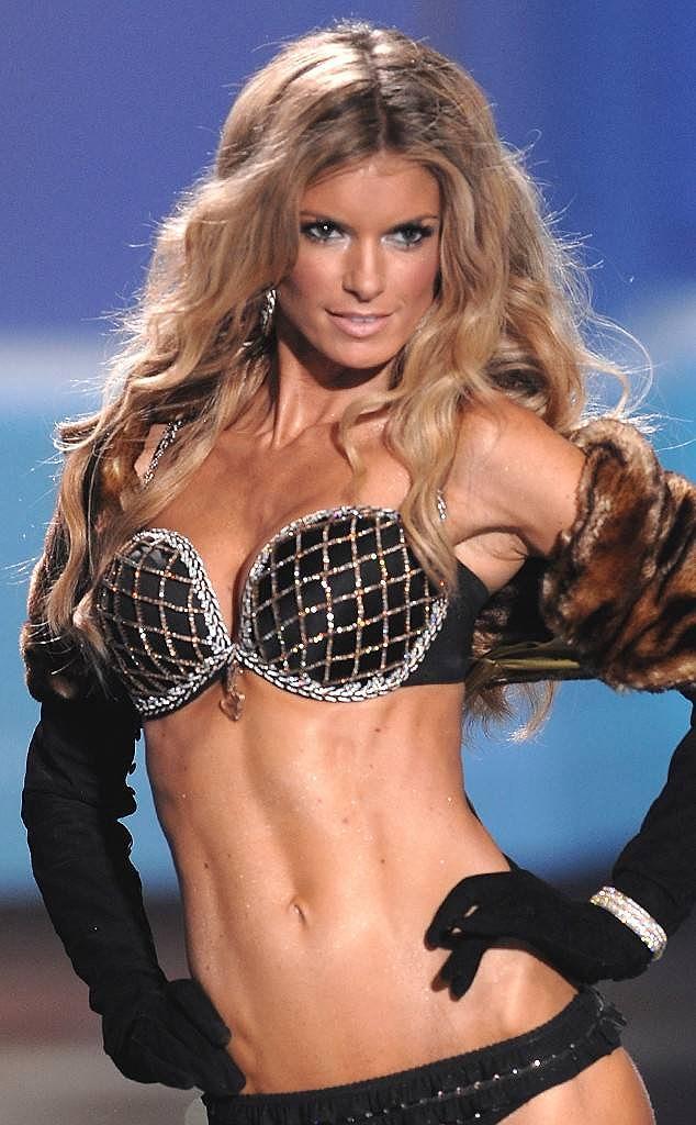 Chiêm ngưỡng những mẫu nội y đắt giá bậc nhất của Victoria's Secret Ảnh 9