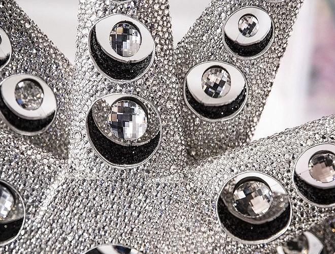 Cận cảnh bộ nội y bằng đá quý có giá 1 triệu USD Ảnh 15