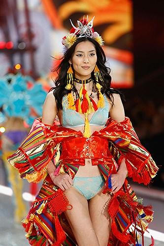 5 'thiên thần' châu Á ghi dấu ấn ở show Victoria's Secret 2018 Ảnh 8