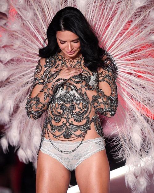 Những khoảnh khắc ấn tượng nhất show Victoria's Secret 2018 Ảnh 7