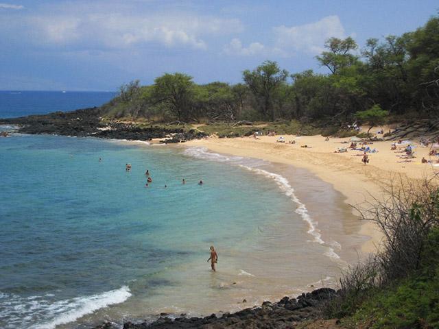 Phải khỏa thân hoàn toàn mới có thể đặt chân tới những bãi biển kỳ lạ này Ảnh 1