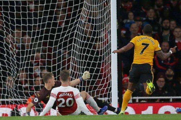 Mkhitaryan ra tay cứu Arsenal thoát khỏi trận thua trông thấy trước tân binh Wolves Ảnh 1