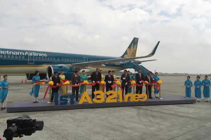 Cận cảnh nghi thức phun nước đón máy bay thế hệ mới Airbus A321neo Ảnh 3