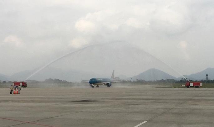 Cận cảnh nghi thức phun nước đón máy bay thế hệ mới Airbus A321neo Ảnh 1