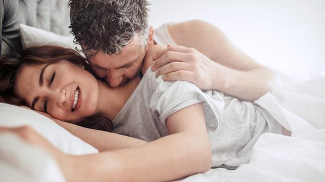 Lý do đàn ông thích chạm vào 'vòng 1' của phụ nữ ngay cả khi hôn lẫn âu yếm Ảnh 2