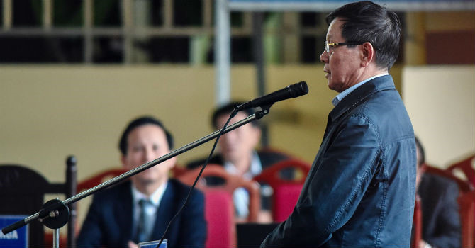 Xét xử đường dây đánh bạc nghìn tỷ: Cựu Trung tướng Phan Văn Vĩnh nhận tội trước tòa Ảnh 1