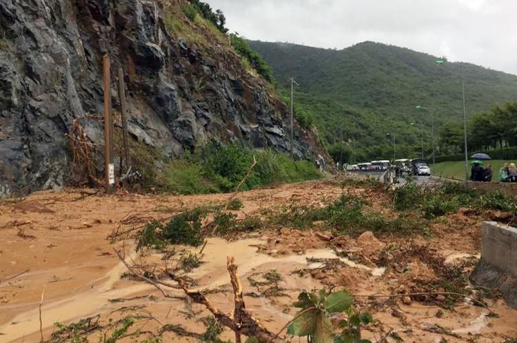 Chiều tối nay, thông xe tuyến Nha Trang - Cam Ranh bị sạt lở Ảnh 1