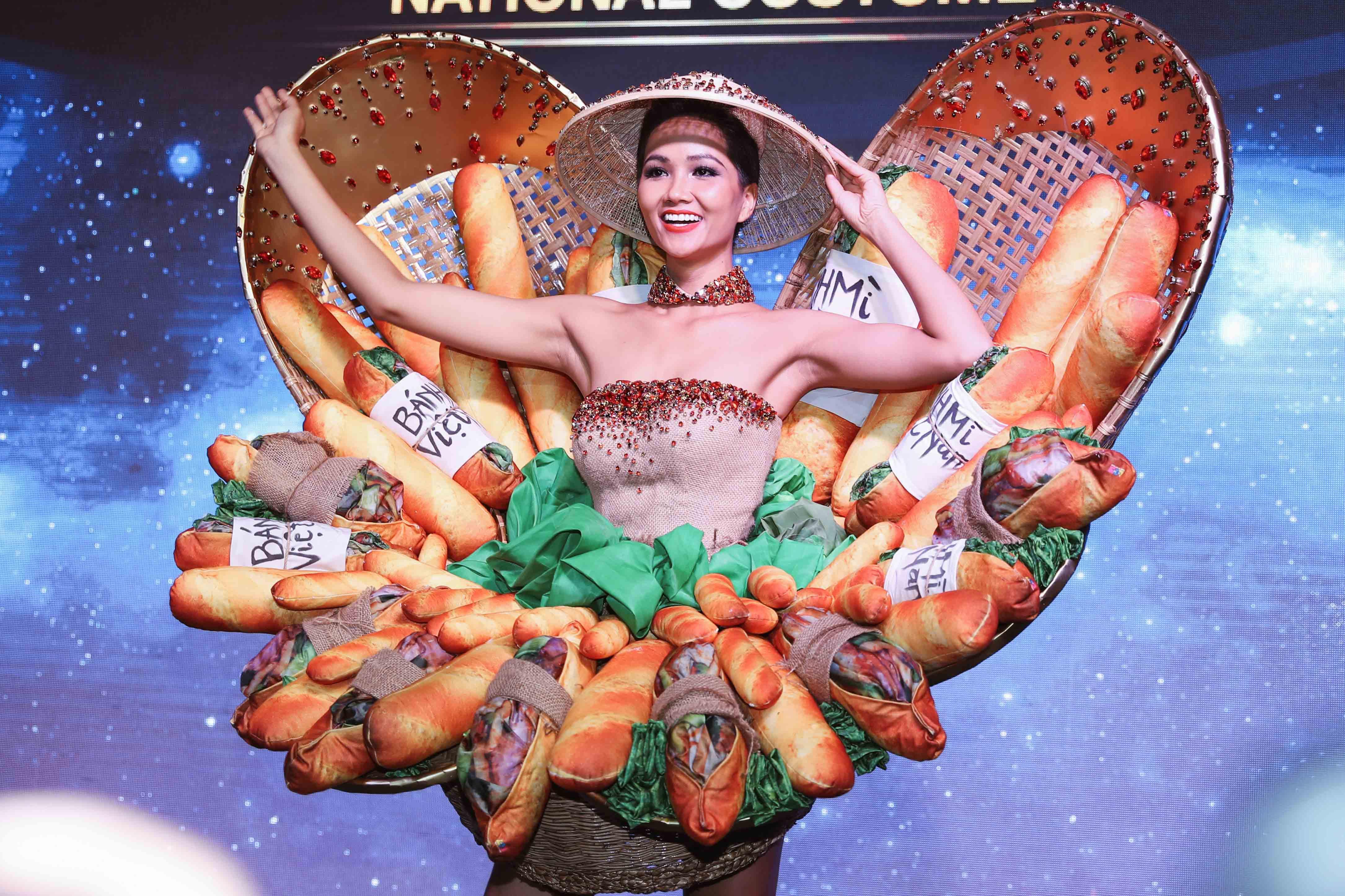 H'Hen Niê công bố quốc phục là váy bánh mỳ từng gây tranh cãi Ảnh 2