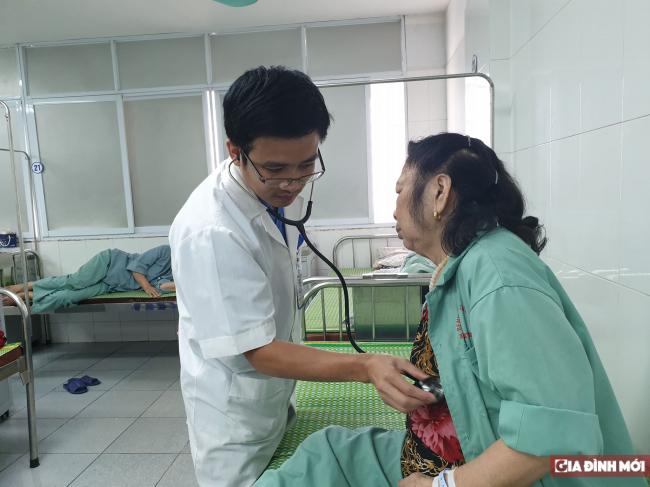 Vá tim thủng cứu bệnh nhân cận kề cõi chết Ảnh 1