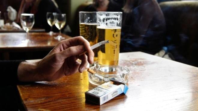 Hút thuốc lá tại nơi công cộng ở Ireland bị phạt gần 80 triệu? Ảnh 1