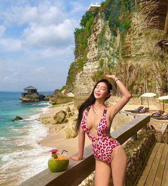 'Nữ hoàng bikini mạng xã hội Hàn Quốc' không ngán kiểu áo tắm dù là táo bạo nhất Ảnh 4