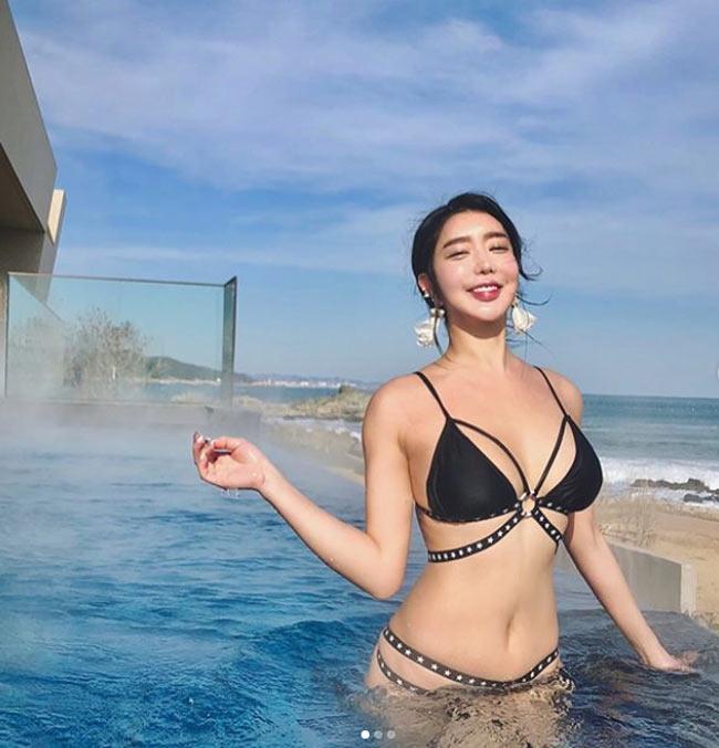 'Nữ hoàng bikini mạng xã hội Hàn Quốc' không ngán kiểu áo tắm dù là táo bạo nhất Ảnh 12