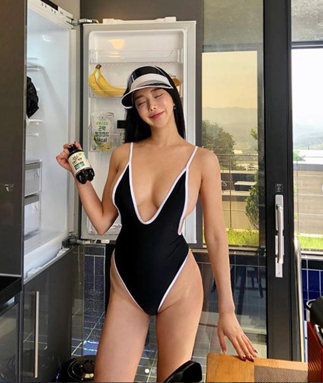 'Nữ hoàng bikini mạng xã hội Hàn Quốc' không ngán kiểu áo tắm dù là táo bạo nhất Ảnh 7