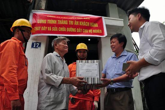EVN Hà Nội tiếp tục tri ân khách hàng sử dụng điện trên địa bàn Thủ đô Ảnh 2