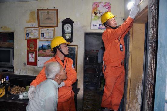 EVN Hà Nội tiếp tục tri ân khách hàng sử dụng điện trên địa bàn Thủ đô Ảnh 1