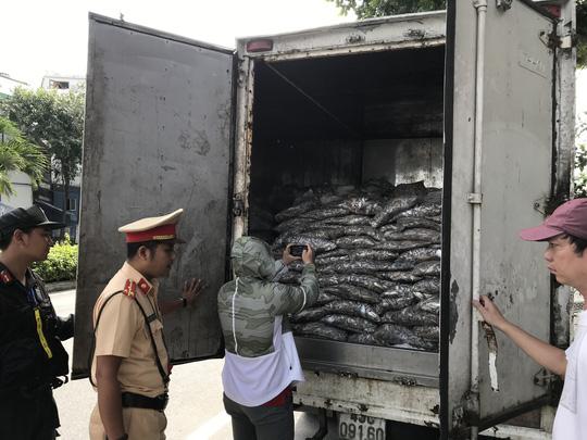 Bắt xe tải vận chuyển 3,5 tấn cá thối Ảnh 1