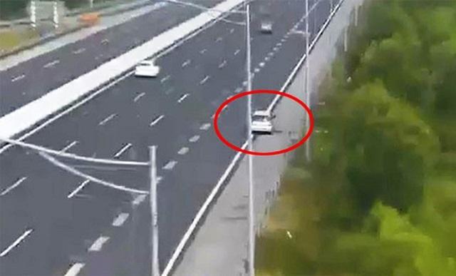 Xử lý nghiêm xe ô tô lùi trên cao tốc Hà Nội - Hải Phòng Ảnh 1