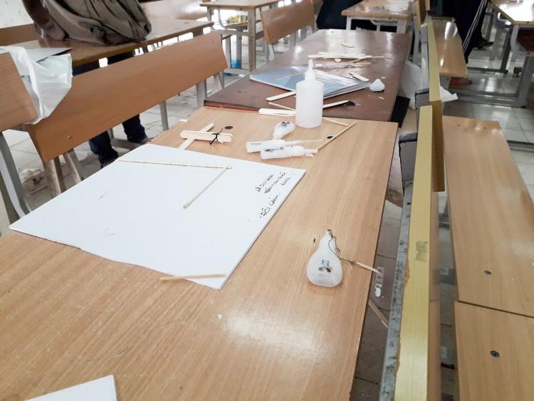 Góc kém sang: Sinh viên để rác ngập phòng sau tiết học, còn đâu hình ảnh người trẻ văn minh, hiện đại? Ảnh 1
