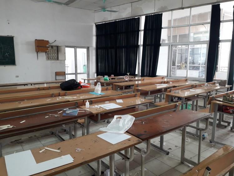 Góc kém sang: Sinh viên để rác ngập phòng sau tiết học, còn đâu hình ảnh người trẻ văn minh, hiện đại? Ảnh 2