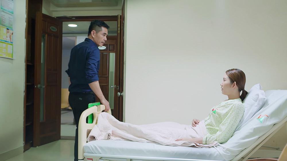 'Gạo nếp gạo tẻ': Hủy hẹn với mẹ con Phúc, Kiệt vào viện chăm sóc Hân Ảnh 1