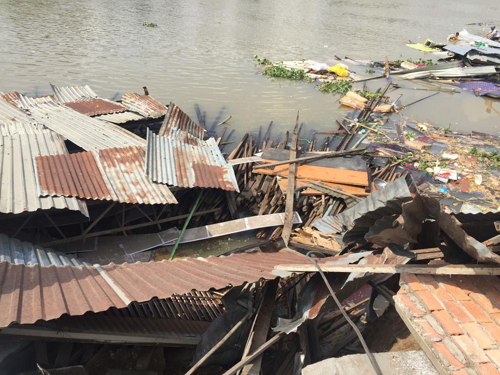 Sạt lở kinh hoàng bờ sông Long Xuyên, nhà dân 'biến mất' Ảnh 4