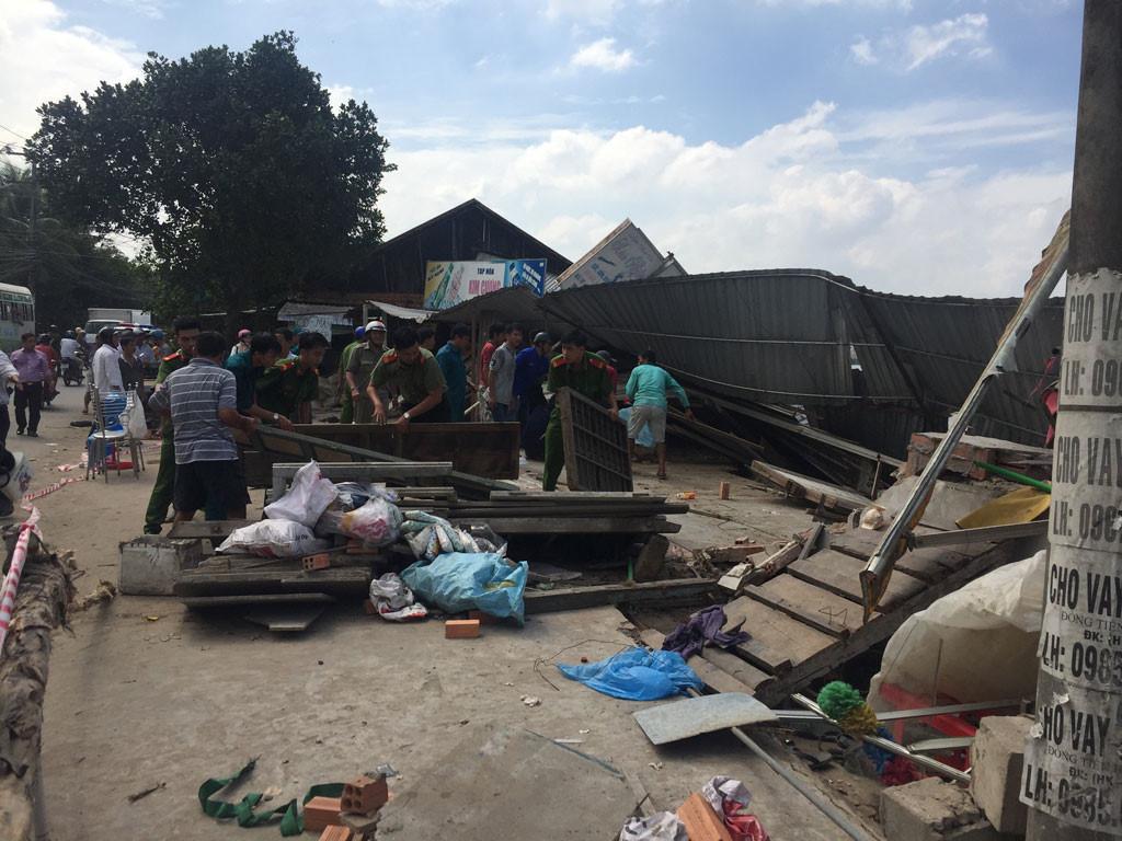 Sạt lở kinh hoàng bờ sông Long Xuyên, nhà dân 'biến mất' Ảnh 16