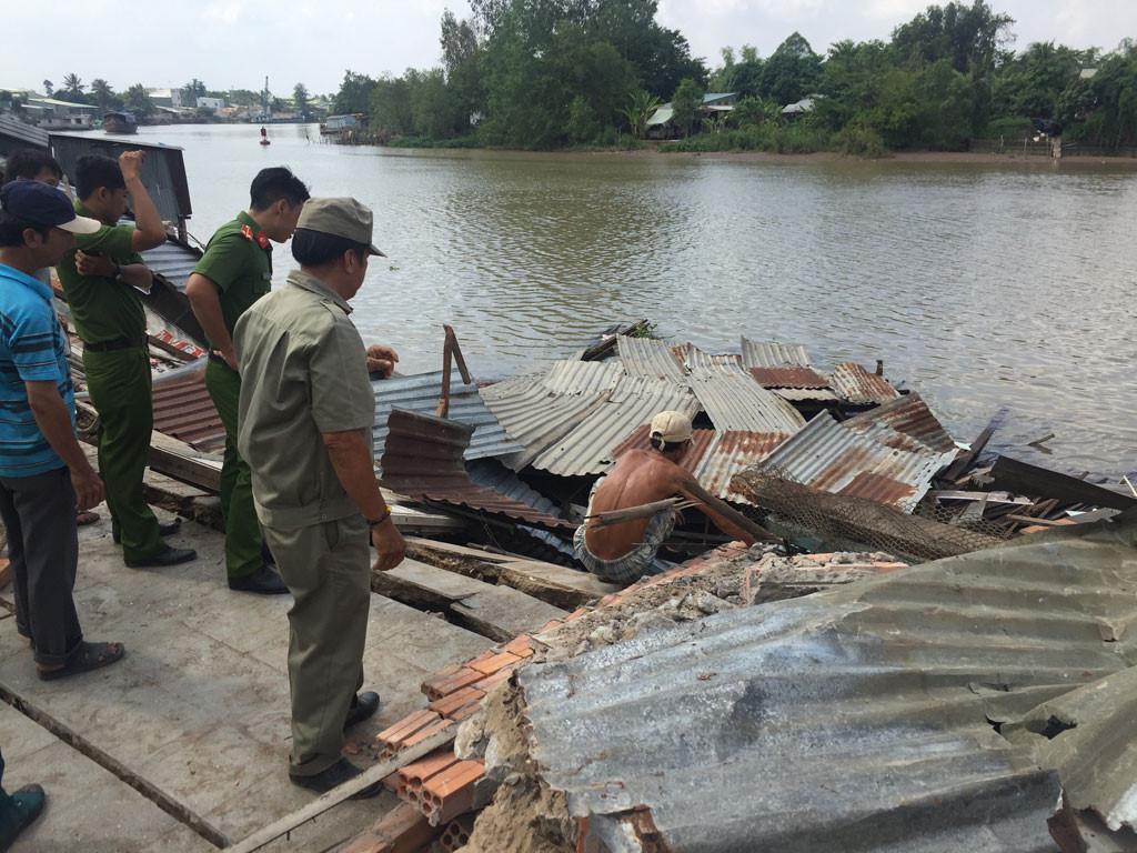 Sạt lở kinh hoàng bờ sông Long Xuyên, nhà dân 'biến mất' Ảnh 13