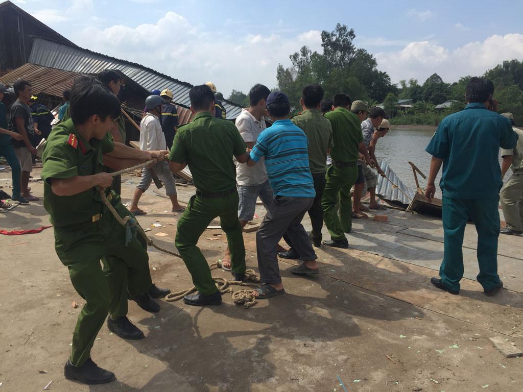 Sạt lở kinh hoàng bờ sông Long Xuyên, nhà dân 'biến mất' Ảnh 12