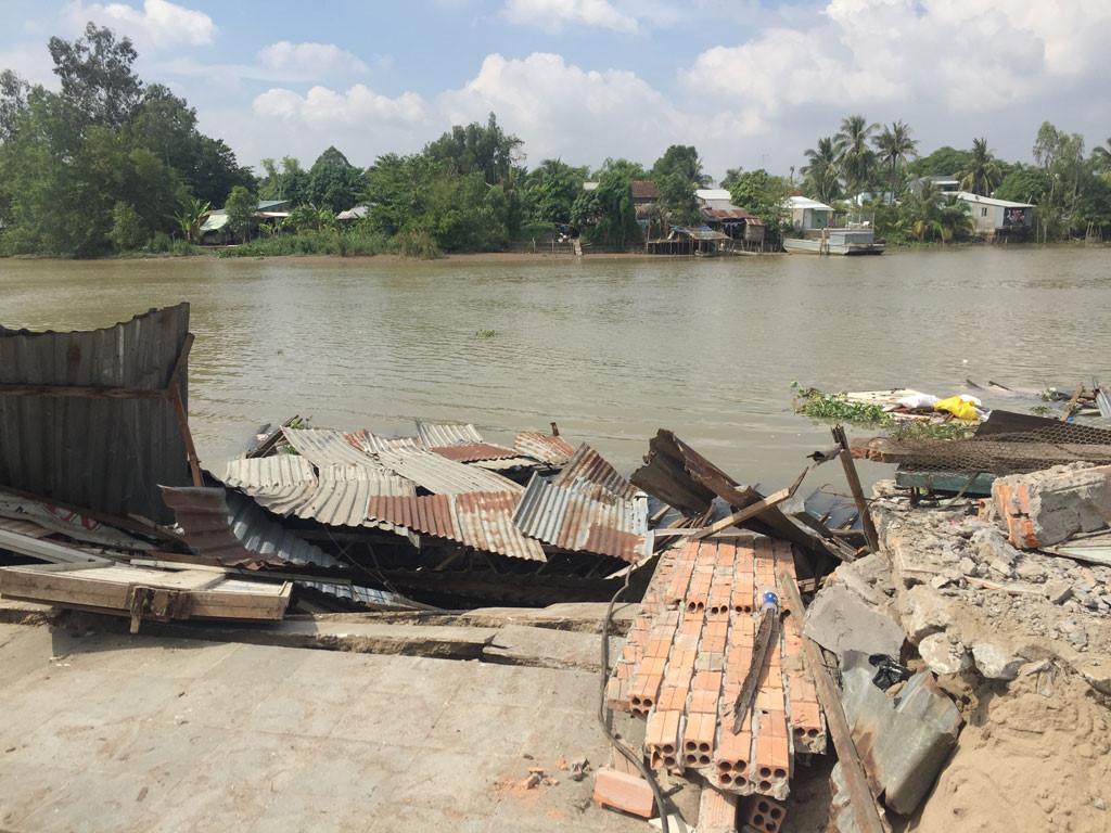 Sạt lở kinh hoàng bờ sông Long Xuyên, nhà dân 'biến mất' Ảnh 3