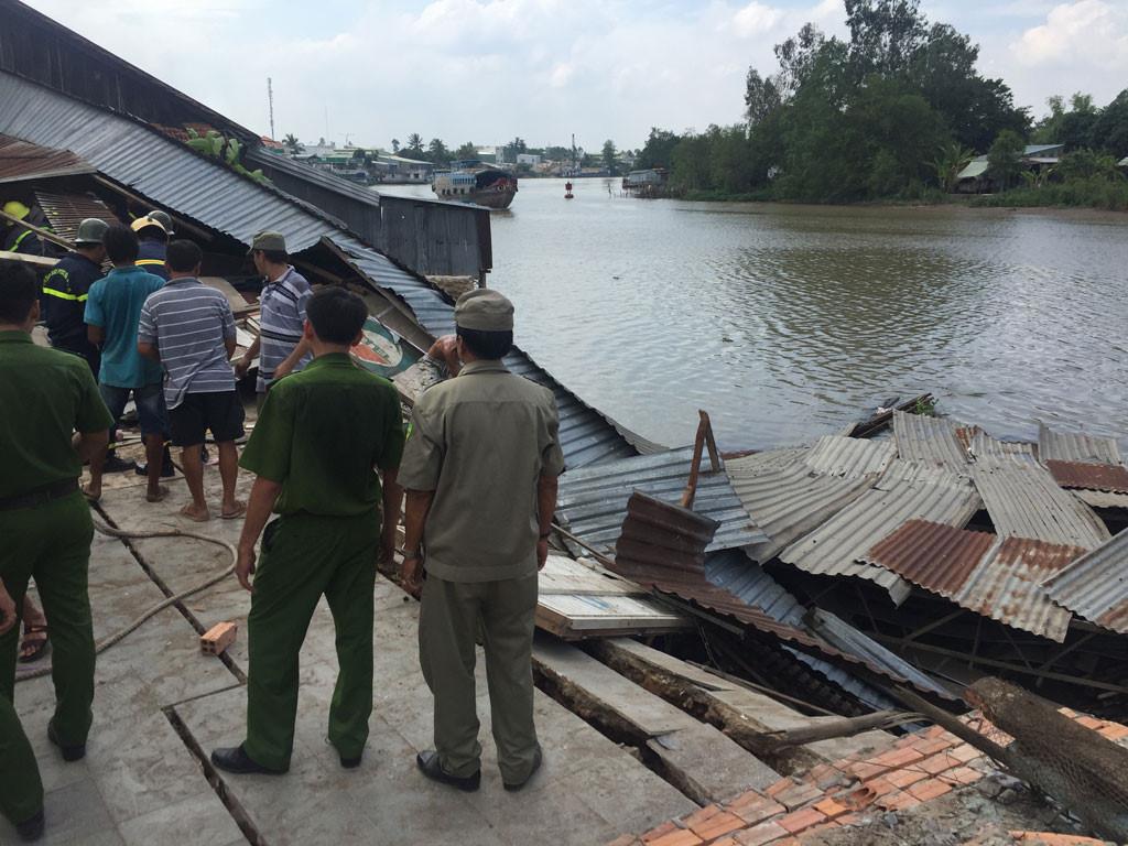 Sạt lở kinh hoàng bờ sông Long Xuyên, nhà dân 'biến mất' Ảnh 14