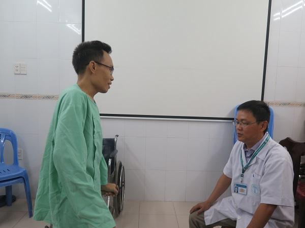 Bệnh nhân bị khối bướu cột sống hiếm gặp, chèn ép gây liệt chân Ảnh 1